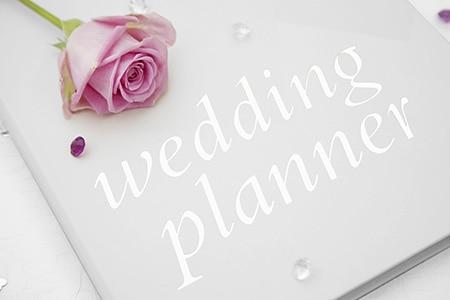 Hochzeitsbuch mit zarter Rose